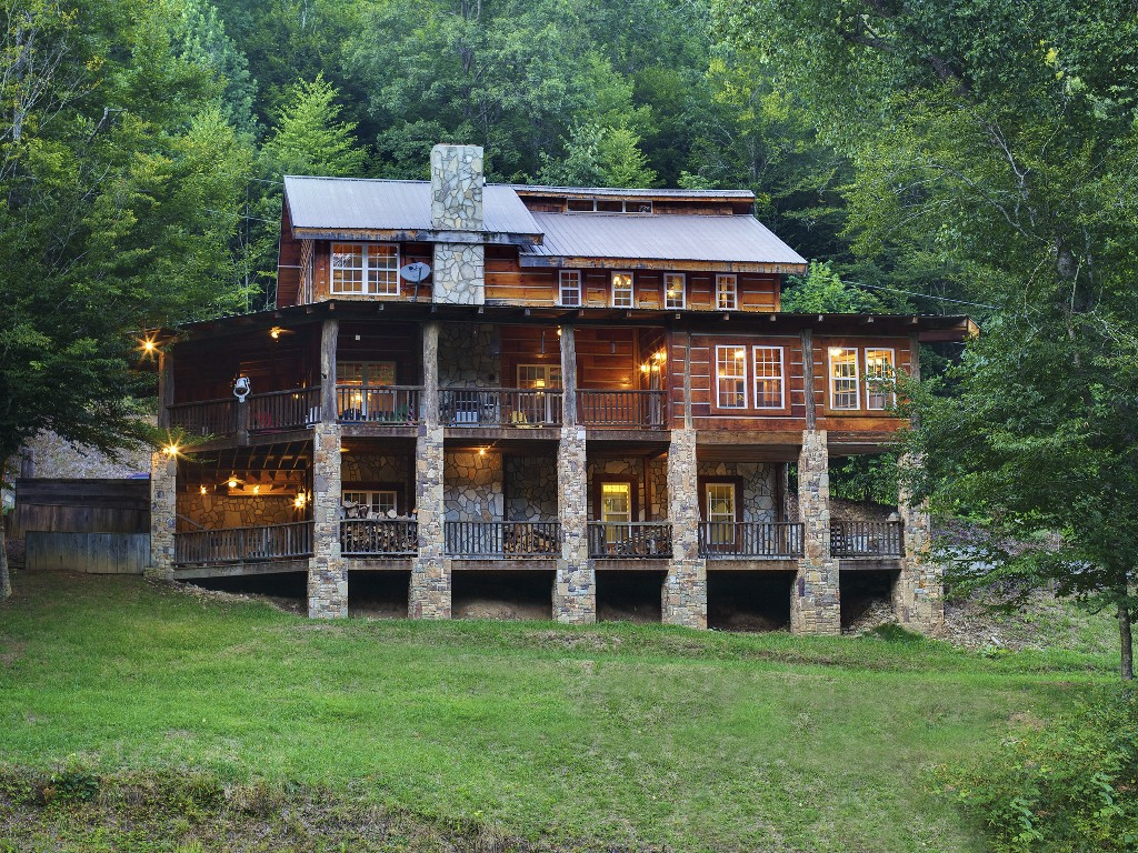Plan Now to Visit These Cozy Carolina Lodges to Beat the Winter Blues - QC  Exclusive