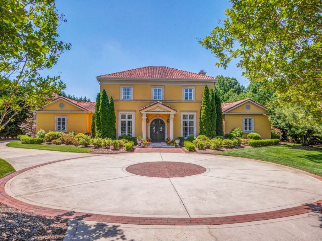 Savor Summer With This Palladian Mansion By Lake Norman